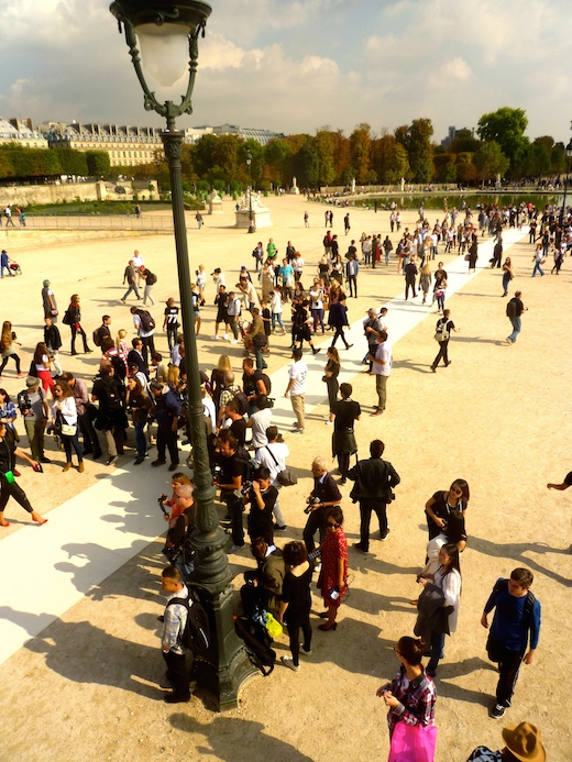 paris-fashion-week-tuileries-valentino